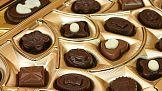 Słodycz sprzedawania: nazwa i hasło reklamowe na czekoladowym placu boju