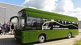Trawiasty autobus na ulicach Poznania