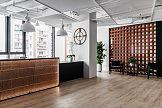 Aranżacja biura Wienerberger zainspirowana profilem działalności firmy