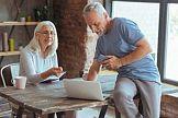 Co babcia i dziadek robią na Facebooku?