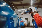 Car wrapping i elektronarzędzia: ABC oklejania auta