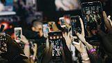 Pokolenie Z zaczyna korzystać ze smartfonów coraz wcześniej