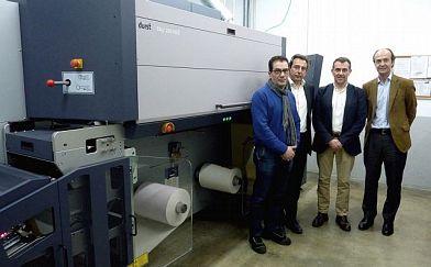 Printeos Group przeprowadza digitalizację przy pomocy Durst Tau 330 RSC