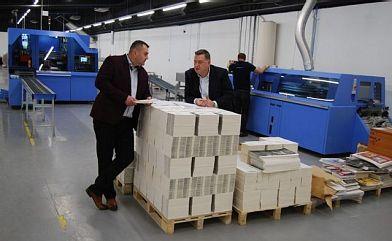 Linia do oprawy Vareo i trójnóż Infinitrim w drukarni OSDW Azymut